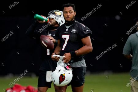 Arizona Cardinals' Brett Hundley watches play during an NFL football training camp, in Glendale, Ariz