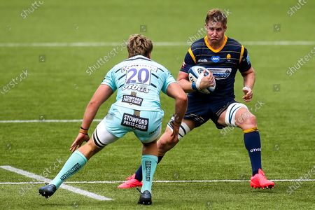 GJ van Velze of Worcester Warriors takes on Jack Clement of Gloucester Rugby