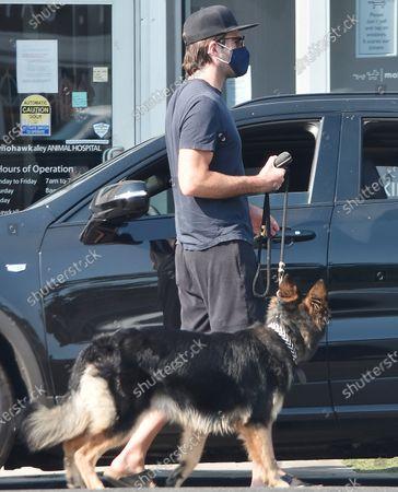 Zachary Quinto walks his dog