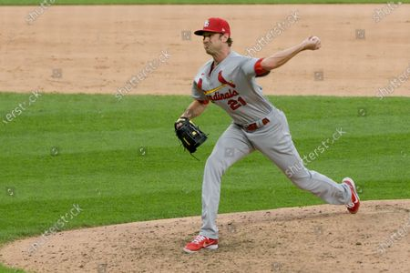 St. Louis Cardinals relief pitcher Andrew Miller (21) throws against the Chicago White Sox during the seventh inning in game two of a double-header baseball game, in Chicago
