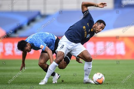 Mousa Dembele (R) of Guangzhou R&F vies with Wu Wei of Dalian Yifang during the fifth round match between Guangzhou R&F and Dalian Yifang at the postponed 2020 season Chinese Football Association Super League (CSL) Dalian Division in Dalian, northeast China's Liaoning Province, Aug. 16, 2020.