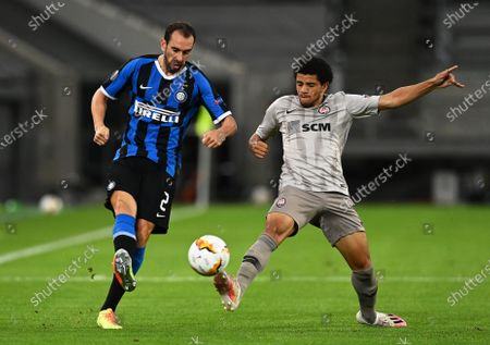 Diego Godin (L) of Inter in action against Taison (R) of Shakhtar during the UEFA Europa League semi final match between Inter Milan and Shakhtar Donetsk in Duesseldorf, Germany, 17 August 2020.