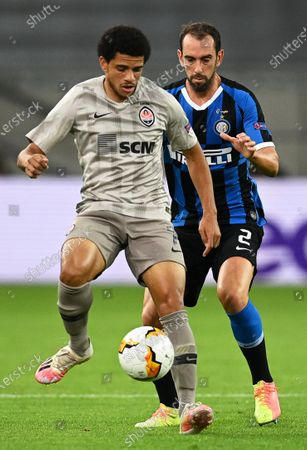 Diego Godin (R) of Inter in action against Taison (L) of Shakhtar during the UEFA Europa League semi final match between Inter Milan and Shakhtar Donetsk in Duesseldorf, Germany, 17 August 2020.