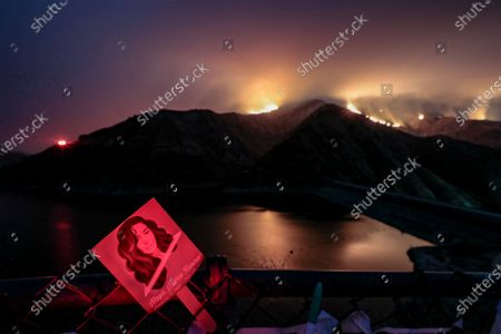 Piru, CA, Monday, August 17, 2020 - The Holser Fire burns through the night just East of Lake Piru, more than a month after actor Naya Rivera drowned while boating with her son. (Robert Gauthier / Los Angeles Times)