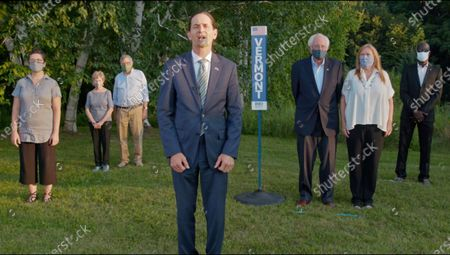 Stockafbeelding van In this image from the Democratic National Convention video feed, Gubernatorial candidate and Lieutenant Governor David Zuckerman, joined by United States Senator Bernie Sanders (Independent of Vermont) and his wife, Jane, makes remarks as he casts the nominating votes for the State of Vermont on the second night of the convention.