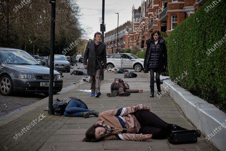 Gabriel Byrne as Bill Ward and Elizabeth McGovern as Helen Brown