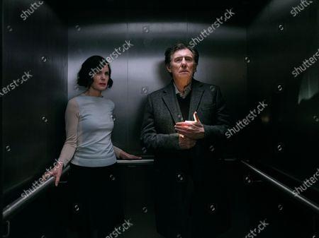 Elizabeth McGovern as Helen Brown and Gabriel Byrne as Bill Ward