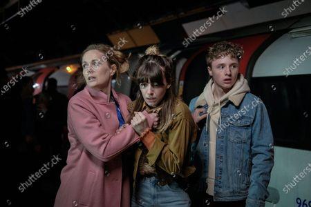 Natasha Little as Sarah Gresham, Daisy Edgar-Jones as Emily Gresham and Ty Tennant as Tom Gresham