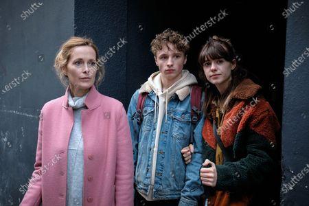 Natasha Little as Sarah Gresham, Ty Tennant as Tom Gresham and Daisy Edgar-Jones as Emily Gresham