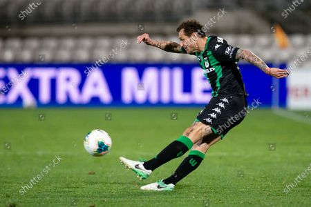 Western United midfielder Alessandro Diamanti (23) passes the ball