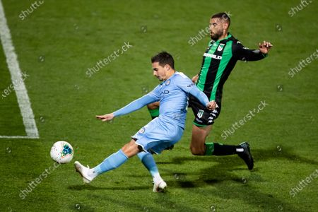 SYDNEY, AUSTRALIA - AUGUST 19:Melbourne City forward Jamie Maclaren (9) shoots on goal