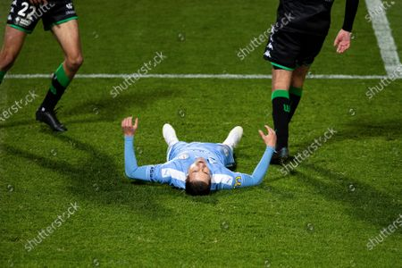 SYDNEY, AUSTRALIA - AUGUST 19:Melbourne City forward Jamie Maclaren (9) shoots on goal and misses