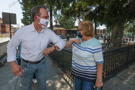 Rep. Adam Schiff, left, greets ex-Mayor Burbank, Mary Lou at Bop Hope post Office on Tuesday, Aug. 18, 2020 in Burbank, CA. (Irfan Khan / Los Angeles Times)