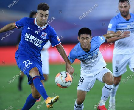 Stephan El Shaarawy (L) of Shanghai Greenland Shenhua passes the ball during the 6th round match between Shanghai Greenland Shenhua and Guangzhou R&F at the postponed 2020 season Chinese Football Association Super League (CSL) Dalian Division in Dalian, northeast China's Liaoning Province, Aug. 19, 2020.