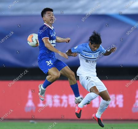 Wen Jiabao (L) of Shanghai Greenland Shenhua vies with Chen Zhizhao of Guangzhou R&F during the 6th round match between Shanghai Greenland Shenhua and Guangzhou R&F at the postponed 2020 season Chinese Football Association Super League (CSL) Dalian Division in Dalian, northeast China's Liaoning Province, Aug. 19, 2020.