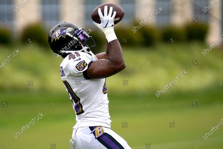 Baltimore Ravens safety Anthony Levine Sr. works out during an NFL football camp practice, in Owings Mills, Md