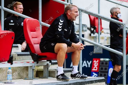 Bristol City New assistant Head Coach Paul Simpson looks on
