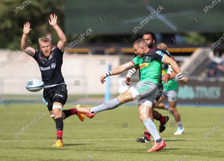 Mike Brown of Harlequins clears as Jackson Wray of Saracens attempts to block