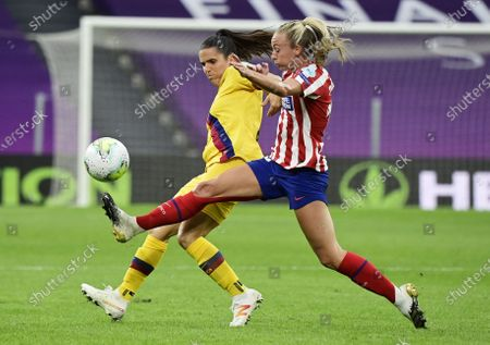 Toni Duggan (R) of Atletico in action against Andrea Pereira of Barcelona during the UEFA Women Champions League quarter final match between Atletico Madrid and Barcelona in Bilbao, Spain, 21 August 2020.