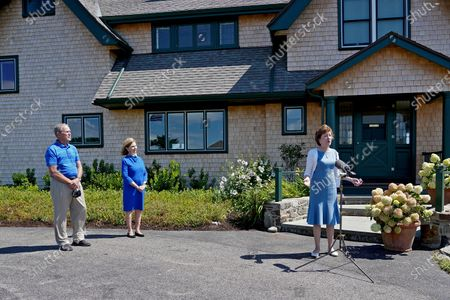 Sen. Susan Collins, R-Maine, right, speaks at a microphone after having lunch with former President George W. Bush and his wife Laura Bush, in Kennebunkport, Maine