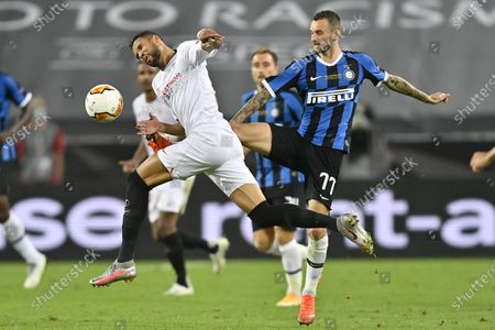 Sevilla's Youssef En-Nesyri, left, and Inter Milan's Victor Moses fight for the ball during the Europa League final soccer match between Sevilla and Inter Milan at the Rhein Energie Stadium in Cologne, Germany