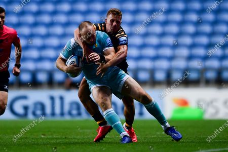 Chris Pennell of Worcester Warriors is tackled by Ben Vellacott of Wasps