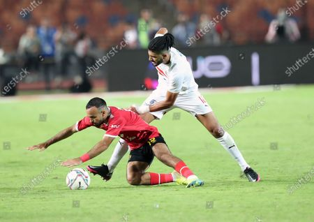 Al Ahly's Mohamed Magdy  (L) in action against Zamalek's Ferjani Sassi (R) during the Egyptian Premier League soccer match between Zamalek SC and Al Ahly SC in Cairo, Egypt, 22 August 2020.