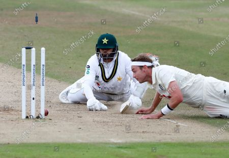 England's Stuart Broad, right, makes an unsuccessful attempt to run-out Pakistan's captain Azhar Ali, left, during the third day of the third cricket Test match between England and Pakistan, at the Ageas Bowl in Southampton, England