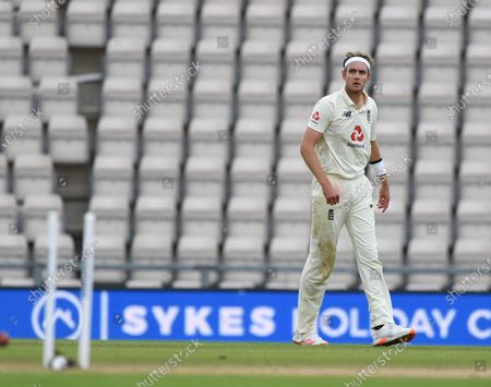 Stuart Broad run out of Nasam Shah