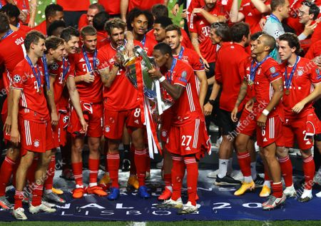 David Alaba of FC Bayern Munich kisses the UEFA Champions League Trophy following his team's victory in the UEFA Champions League Final match between Paris Saint-Germain and Bayern Munich at Estadio do Sport Lisboa e Benfica