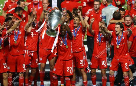 David Alaba of FC Bayern Munich lifts the Champions League Trophy following his team's victory in during the UEFA Champions League Final match between Paris Saint-Germain and Bayern Munich at Estadio do Sport Lisboa e Benfica