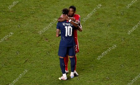 David Alaba of FC Bayern Munich consoles Neymar Jr of Paris Saint-Germain after the UEFA Champions League Final match between Paris Saint-Germain and Bayern Munich at Estadio do Sport Lisboa e Benfica