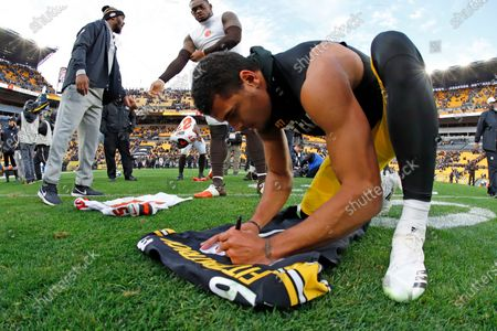 Pittsburgh Steelers free safety Minkah Fitzpatrick, right, signs his game jersey to swap with Cleveland Browns linebacker Tae Davis (51) following a 20-13 Steelers win in an NFL football game in Pittsburgh. Fitzpatrick's arrival in Pittsburgh last fall turned a pretty good defense into one of the NFL's best. His goal for an encore after earning All-Pro status? Helping Pittsburgh return to the playoffs