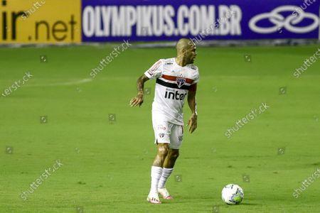 Daniel Alves of Sao Paulo comes forward on the ball; Estadio Ilha do Retiro, Recife, Pernambuco, Brazil; Brazilian Serie A