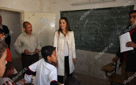 Queen Rania inspects the classrooms at the Khazma Basic School for Boys - 12th March 2008