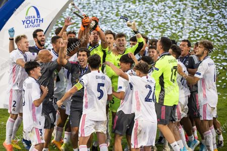 Real Madrid's team players celebrate with Real Madrid's head coach Raul Gonzalez Blanco after the victory of the UEFA Youth League final soccer match between SL Benfica from Portugal and Real Madrid CF from Spain at the Colovray Sports Centre stadium in Nyon, Switzerland, 25 August 2020.