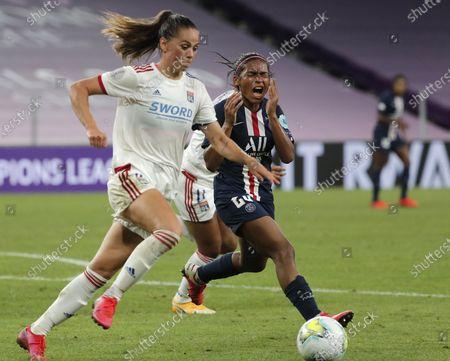 Perle Morroni (R) of PSG in action against Sara Bjork Gunnarsdottir of Lyon during the UEFA Women Champions League semi final match between Paris Saint-Germain and Olympique Lyon in Bilbao, Spain, 26 August 2020.