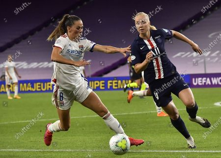 Paulina Dudek (R) of PSG in action against Sara Bjork Gunnarsdottir of Lyon during the UEFA Women Champions League semi final match between Paris Saint-Germain and Olympique Lyon in Bilbao, Spain, 26 August 2020.