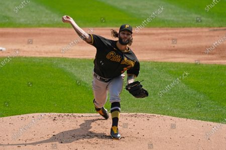 Pittsburgh Pirates starting pitcher Trevor Williams delivers a pitch against the Chicago White Sox during the first inning of a baseball game in Chicago