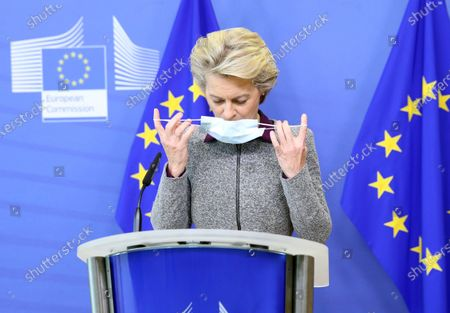 President of the European Commission Ursula von der Leyen removes her face mask as she arrives for a press conference following the resignation of the EU trade commissioner, in Brussels, Belgium, 27 August 2020. EU trade commissioner Phil Hogan, a key figure in Brexit talks and one of the bloc's most senior officials, resigned on 26 August after Ireland accused him of breaching coronavirus guidelines.
