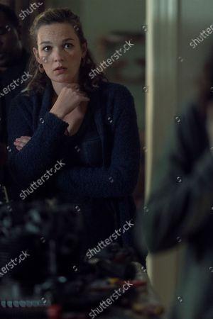 Virginia Kull as Linda McQueen