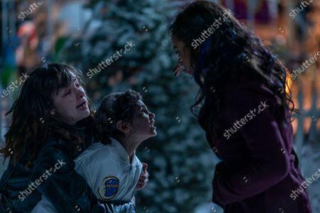 Ashleigh Cummings as Vic McQueen and Jahkara J. Smith as Maggie Leigh