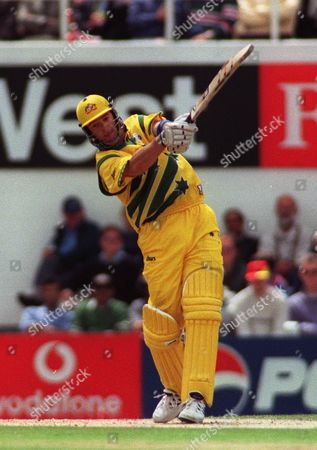 Cricket World Cup 1999  Australia V India The Oval 4/6/99  Australia Won By 77 Runs /daily Mail Australias Mark Waugh Hits Another Huge Blow For Six
