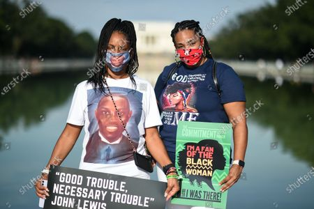 Protesters gather outside the Lincoln Memorial