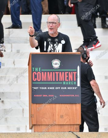 Tom Perez, chairman of the Democratic National Committee, speaks at the Lincoln Memorial