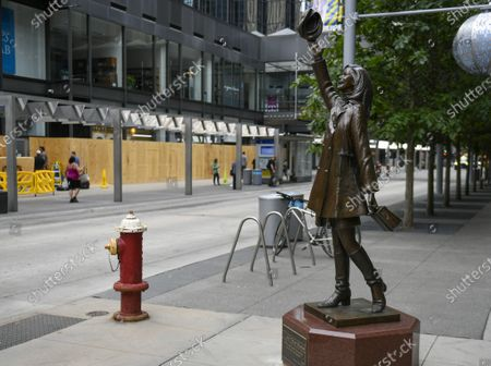 Stock Photo of An iconic Mary Tyler Moore statue stands opposite boarded up windows along the Nicolette Mall shopping district after protesters and rioters clashed with police when a homicide suspect killed himself as police closed in on him in downtown Minneapolis, Minnesota, USA, 27 August 2020. Rumors swirled that police shot and killed the Black man but nearby security video confirmed the suicide.