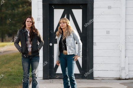 Eden Brolin as Mia and Hassie Harrison as Laramie