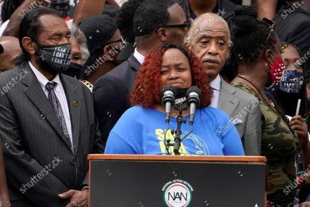 Tamika Palmer, mother of Breonna Taylor, speaks at the March on Washington, at the Lincoln Memorial in Washington. At left is Rep. Al Green, D-Texas, and at right is Rev. Al Sharpton