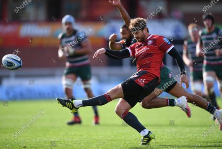 Danny Cipriani of Gloucester kicks to touch under pressure from Zack Henry of Leicester Tigers; Kingsholm Stadium, Gloucester, Gloucestershire, England; English Premiership Rugby, Gloucester versus Leicester Tigers.