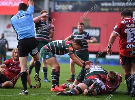 Ben Youngs of Leicester Tigers congratulates Cameron Henderson on scoring a try; Kingsholm Stadium, Gloucester, Gloucestershire, England; English Premiership Rugby, Gloucester versus Leicester Tigers.